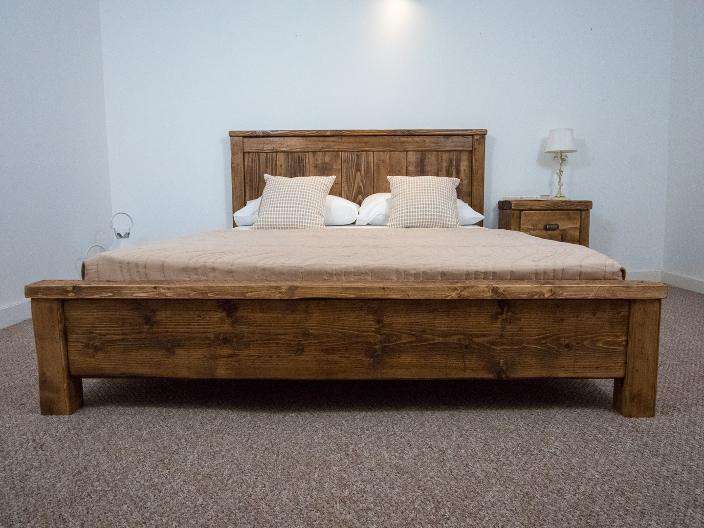 Oxford Bed Reclaimed Pine Wood Chunky